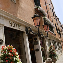Hotel Giorgione Entrance